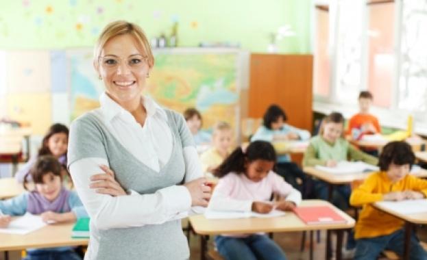 МОН: Почти 89% от пътуващите учители ще имат право на пари затранспорт