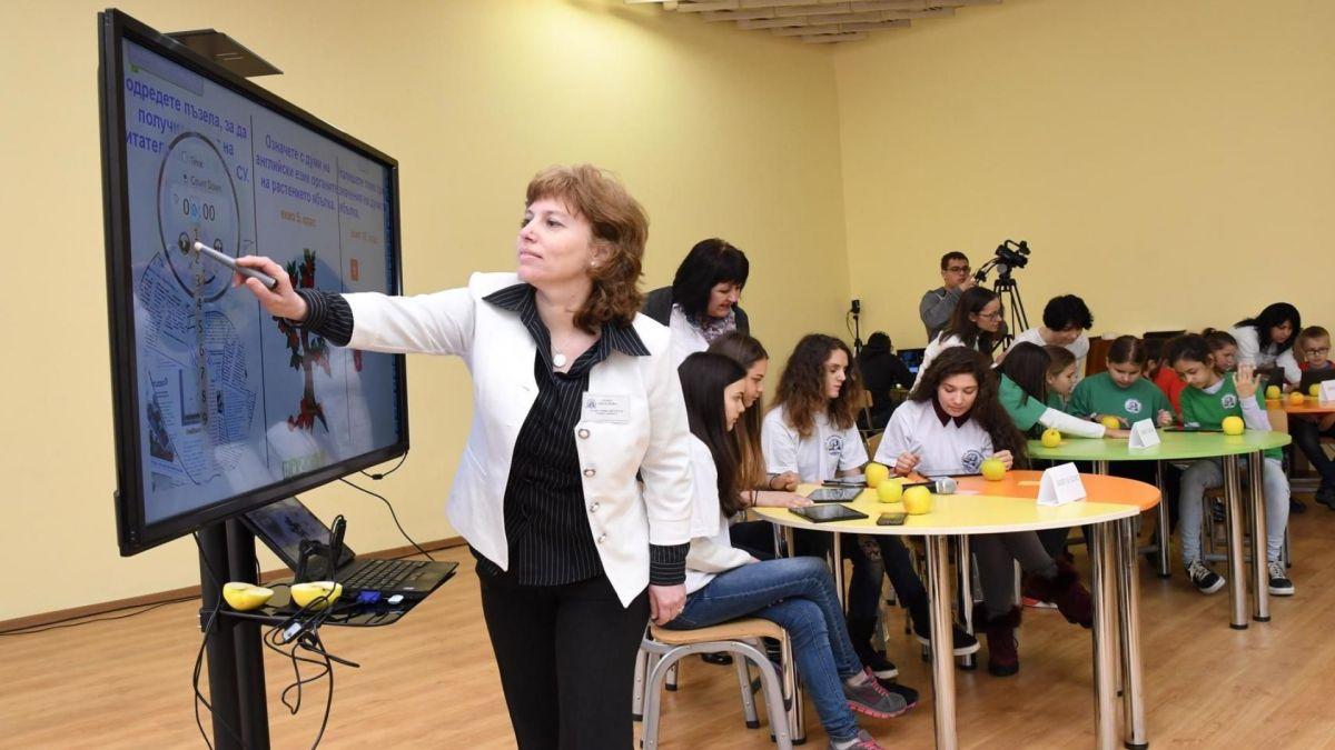 ОБУЧЕНИЕ ЗА УЧИТЕЛИ: Хора без педагогическо образование влизат в клас